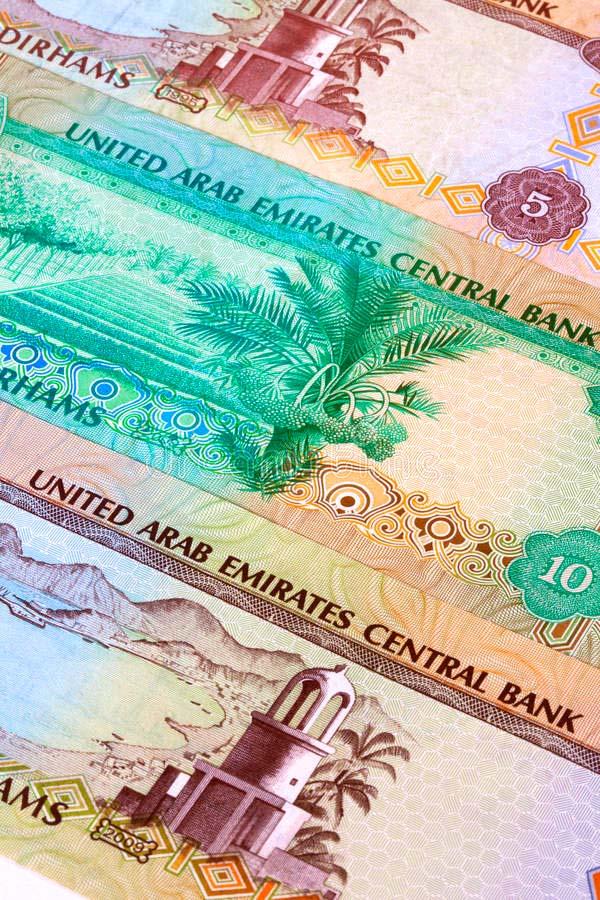 Какая валюта в ОАЭ, какой курс дирхам в евро и доллару?